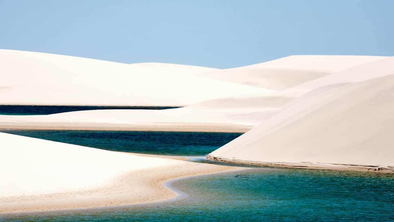 baignade dans le désert au Brésil